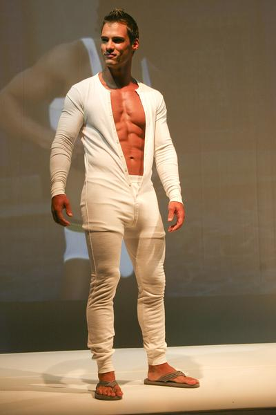 https://cf.ltkcdn.net/mens-fashion/images/slide/48884-400x600-CWP-002781.jpg