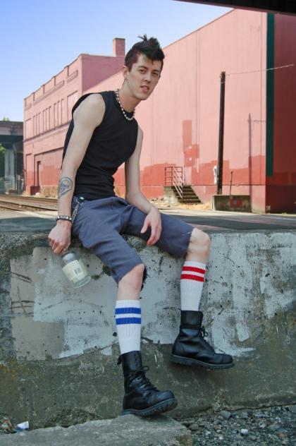 https://cf.ltkcdn.net/mens-fashion/images/slide/49075-420x632-Men_punk5.jpg