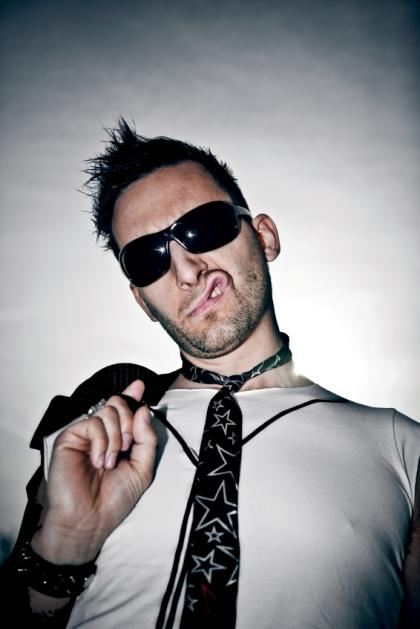 https://cf.ltkcdn.net/mens-fashion/images/slide/49076-420x629-Men_punk1.jpg