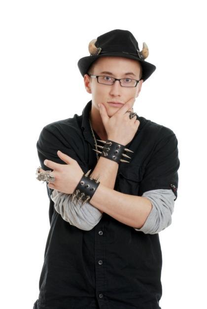 https://cf.ltkcdn.net/mens-fashion/images/slide/49077-420x627-Men_punk2.jpg
