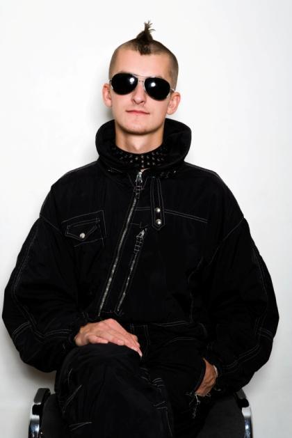 https://cf.ltkcdn.net/mens-fashion/images/slide/49081-420x629-Men_punk4.jpg