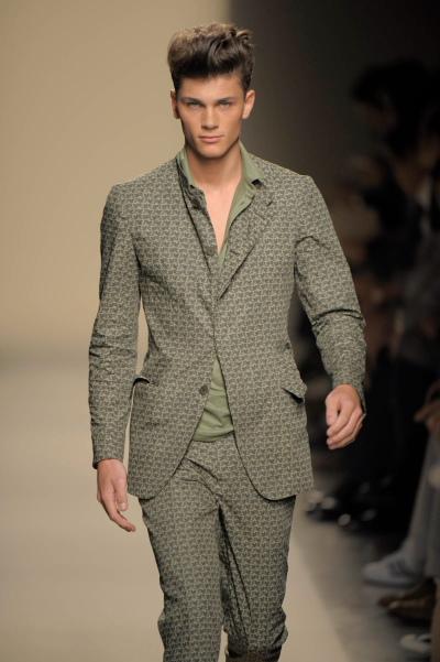 https://cf.ltkcdn.net/mens-fashion/images/slide/49135-400x601-men-suit5.jpg