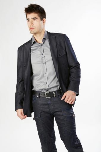 https://cf.ltkcdn.net/mens-fashion/images/slide/156736-566x848r1-polished-tight-cargo-jeans.jpg