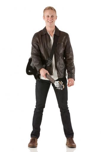 https://cf.ltkcdn.net/mens-fashion/images/slide/156738-566x848r1-super-skinny-men%27s-jeans.jpg