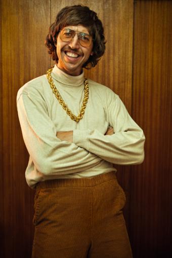 https://cf.ltkcdn.net/mens-fashion/images/slide/168498-566x848-Sweater-and-necklace.jpg