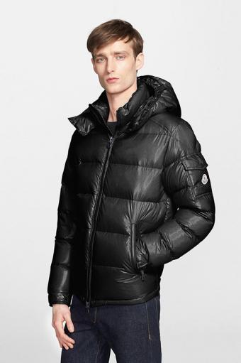 https://cf.ltkcdn.net/mens-fashion/images/slide/197776-566x850-moncler-maya-lacquered-down-jacket.jpg