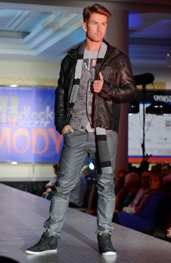 https://cf.ltkcdn.net/mens-fashion/images/slide/198295-555x850-jeans1_primarycrop.jpg