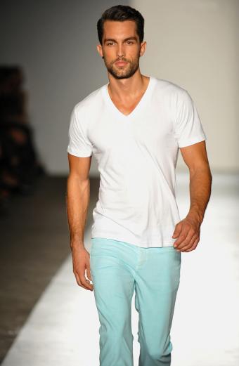 https://cf.ltkcdn.net/mens-fashion/images/slide/198300-555x850-jeans6_casualcrop.jpg