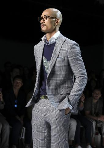 https://cf.ltkcdn.net/mens-fashion/images/slide/198904-602x850-designer03_patterncrop.jpg