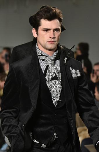 https://cf.ltkcdn.net/mens-fashion/images/slide/199550-554x850-ties3_uniquecrop.jpg