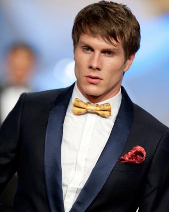 https://cf.ltkcdn.net/mens-fashion/images/slide/199614-680x850-suits6_egocrop.jpg