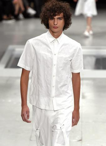 https://cf.ltkcdn.net/mens-fashion/images/slide/199726-615x850-casual4_monocrop.jpg