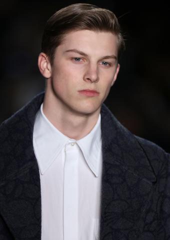 https://cf.ltkcdn.net/mens-fashion/images/slide/199968-602x850-shirt04_whitecrop.jpg