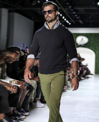 https://cf.ltkcdn.net/mens-fashion/images/slide/200287-690x850-prep2_navy.jpg