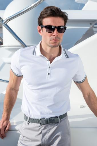 https://cf.ltkcdn.net/mens-fashion/images/slide/207044-566x850-poloshirtguy.jpg