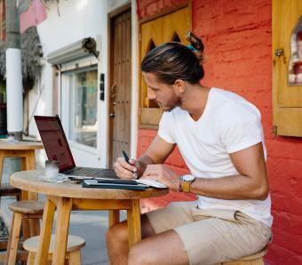 https://cf.ltkcdn.net/mens-fashion/images/slide/253998-850x744-11-hot-guys-shorts.jpg