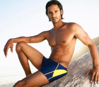https://cf.ltkcdn.net/mens-fashion/images/slide/254011-850x744-23-hot-guys-shorts.jpg