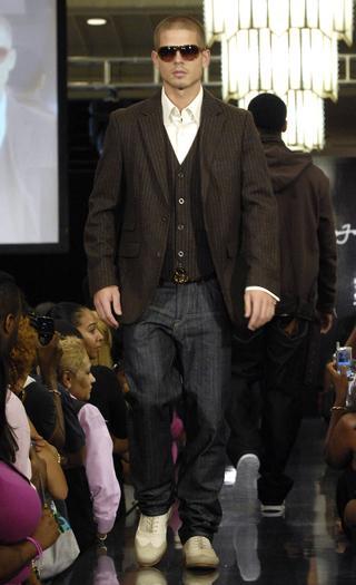 https://cf.ltkcdn.net/mens-fashion/images/slide/48883-320x525-1.-MVN-000091.jpg