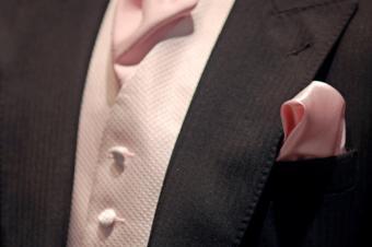 https://cf.ltkcdn.net/mens-fashion/images/slide/49007-849x565-hanky4.jpg