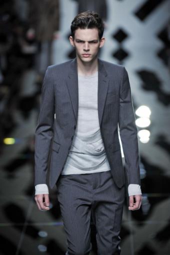 https://cf.ltkcdn.net/mens-fashion/images/slide/49137-423x635-men-suits6.jpg