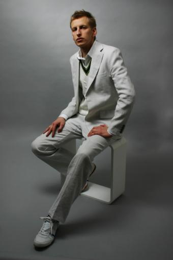 https://cf.ltkcdn.net/mens-fashion/images/slide/49367-566x848-Vest.jpg