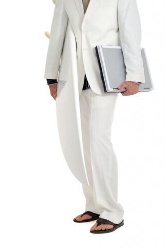 https://cf.ltkcdn.net/mens-fashion/images/slide/49370-565x850-White.jpg