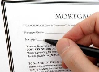 Buyer signing mortgage refinancing agreement
