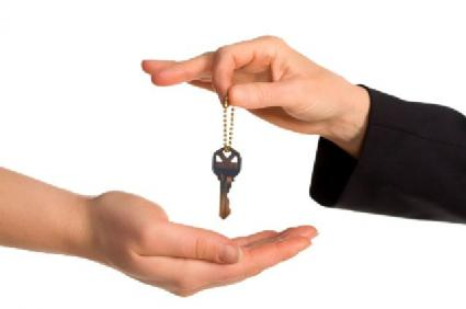 Image of seller handing buyer the house key