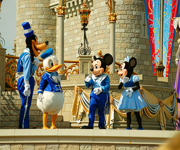Disney-Characters-on-Stage.jpg