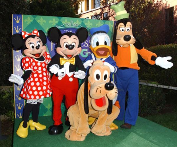https://cf.ltkcdn.net/movies/images/slide/213142-600x500-Mickey-Minnie-Goofy-and-Donald.jpg