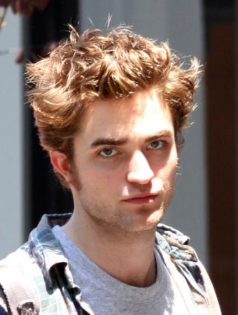 https://cf.ltkcdn.net/movies/images/slide/92203-407x540-Robert-Pattinson.jpg