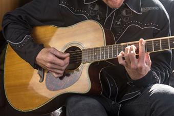 Country music guitarist