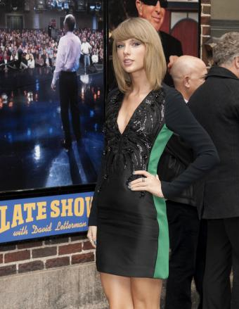 https://cf.ltkcdn.net/music/images/slide/182149-659x850-Taylor-Swift-Late-Show.jpg
