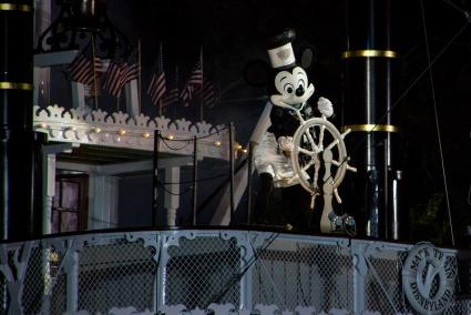 Steamboat Willie - Fantasmic as seen from the Rivers of America