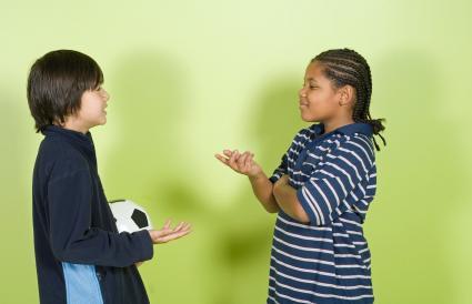 Niños teniendo una discusión