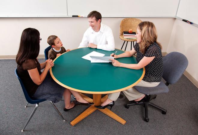 Conferencia de padres con el maestro