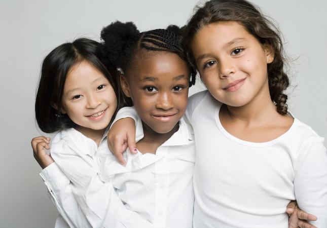 Tres chicas modelando retrato