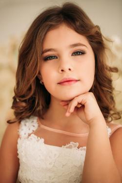 Presentación modelo de la muchacha para el retrato