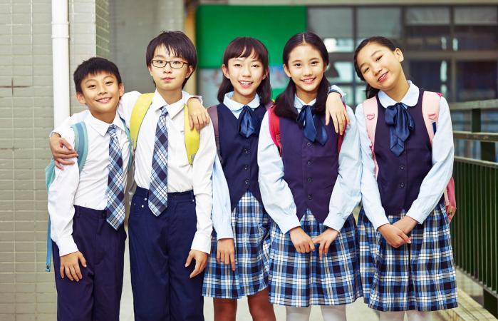 estudiantes asiáticos de primaria