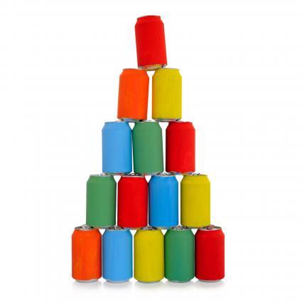 Pirámide de latas de colores
