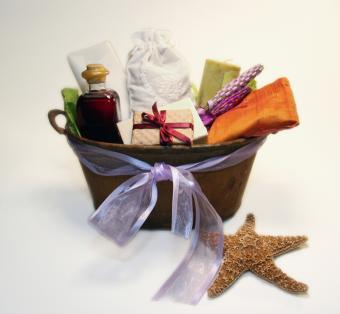 https://cf.ltkcdn.net/organic/images/slide/163514-800x739-organic-gift-basket.jpg