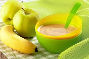 Banana applesauce; © Marazem | Dreamstime.com