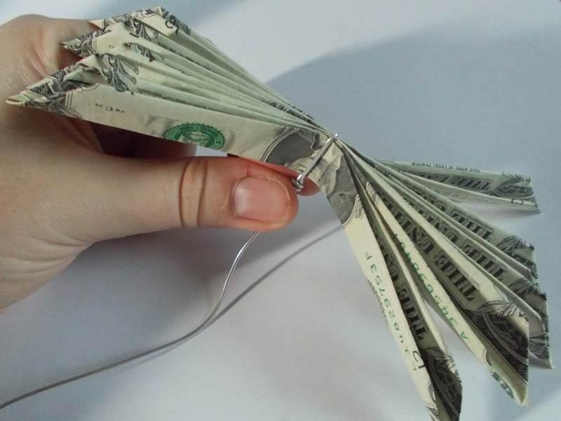 https://cf.ltkcdn.net/origami/images/slide/165986-800x600-money-flower-07.JPG
