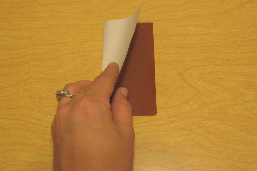 https://cf.ltkcdn.net/origami/images/slide/62693-850x567-Book-Fold.jpg