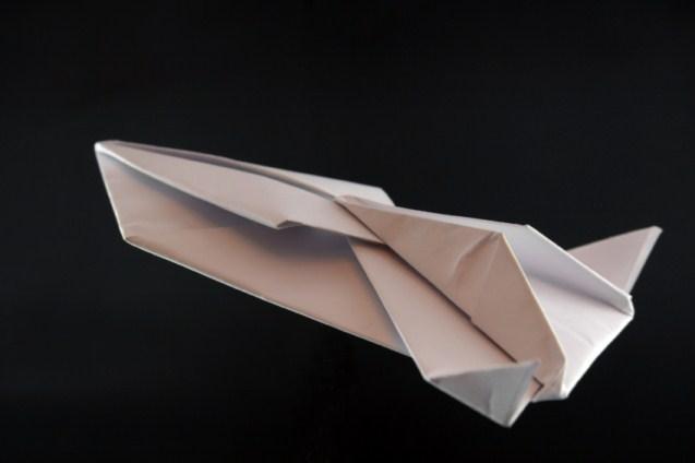 https://cf.ltkcdn.net/origami/images/slide/63174-637x424-PaperSpaceship.jpg