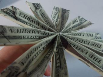 https://cf.ltkcdn.net/origami/images/slide/165988-800x600-money-flower-09.JPG