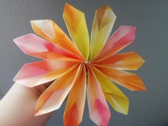 https://cf.ltkcdn.net/origami/images/slide/165989-800x600-money-flower-10.jpg