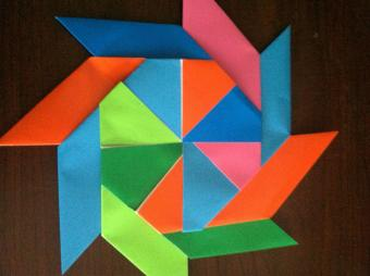 Make an Easy Origami Wreath