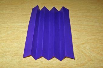 https://cf.ltkcdn.net/origami/images/slide/62696-693x462-Accordian-or-Pleat-Fold.jpg