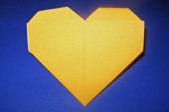 https://cf.ltkcdn.net/origami/images/slide/62702-693x462-Heart-Figure.jpg